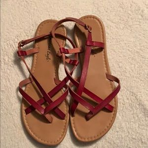 Maroon strapped sandals